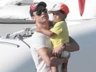 Cristiano Ronaldo passeia com o filho e a namorada