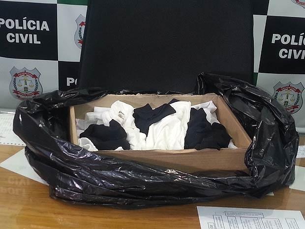 Caixa de papelão onde recém-nascida foi encontrada em frente de uma casa no Lago Norte, em Brasília (Foto: Raquel Morais/G1)