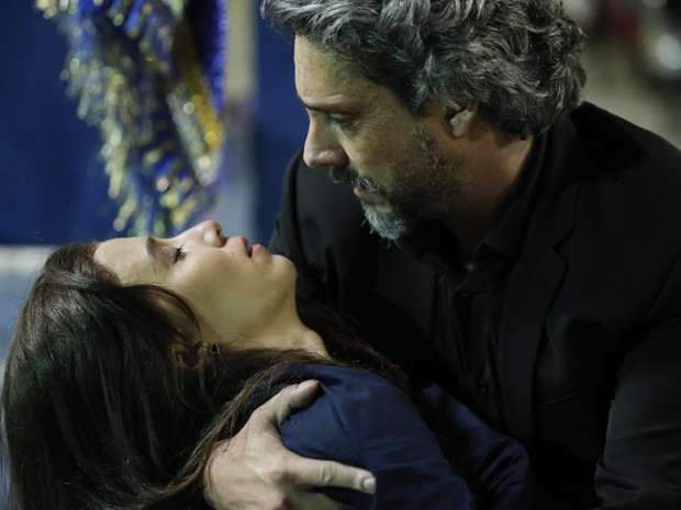 Cora salva a vida de José Alfredo (Foto: Felipe Monteiro/ Gshow)