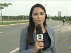 Outdoor cai sobre pista e atrapalha motoristas em São Luís