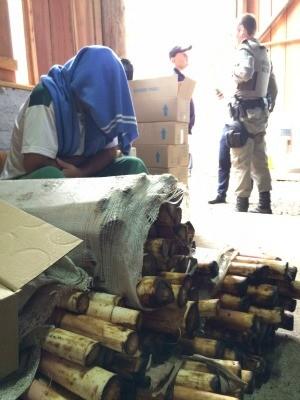 Depósito em Maquiné foi revistado (Foto: Bernardo Bortolotto/RBS TV)