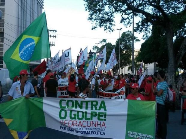 Aracaju (SE): Manifestantes fazem caminhada pelas ruas do Centro da capital sergipana (Foto: Flávio Antunes/G1)