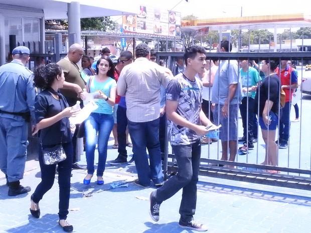 Estudantes de Manaus realizam prova de vestibular para ingressar na Universidade Estadual do Amazonas (UEA) (Foto: Gabriel Machado/G1 AM)