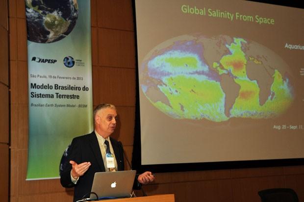 O climatologista Paulo Nobre, do Inpe, um dos coordenadores do sistema brasileiro de previsão (Foto: Eduardo Cesar/FAPESP)