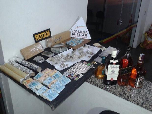 Droga apreendida em Divinópolis (Foto: Polícia Militar/ Divulgação)