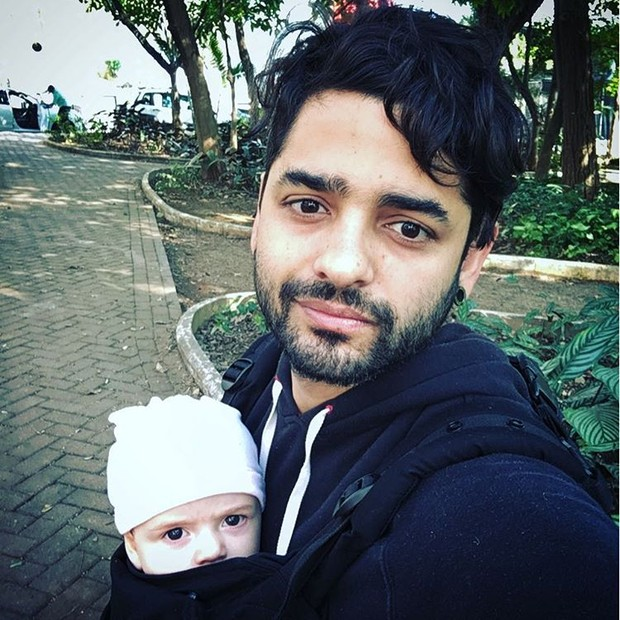 Lucas, do Fresno, com o filho (Foto: Reprodução/ Instagram)