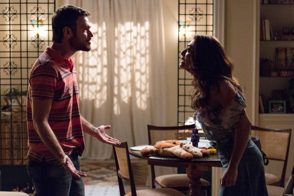 Bibi afirma que ouviu o marido falando com uma mulher no restaurante (Foto: Fábio Rocha/Gshow)