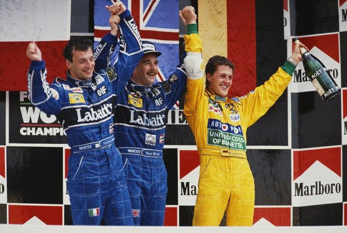 Riccardo Patrese, Nigel Mansell e Michael Schumacher no pódio do GP do México de 1992 (Foto: Getty Images)