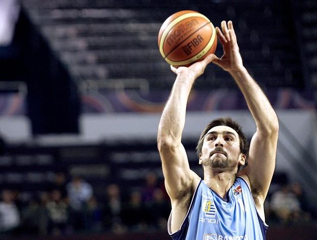 Martín Osimani basquete jogdaor Uruguai (Foto: AFP)