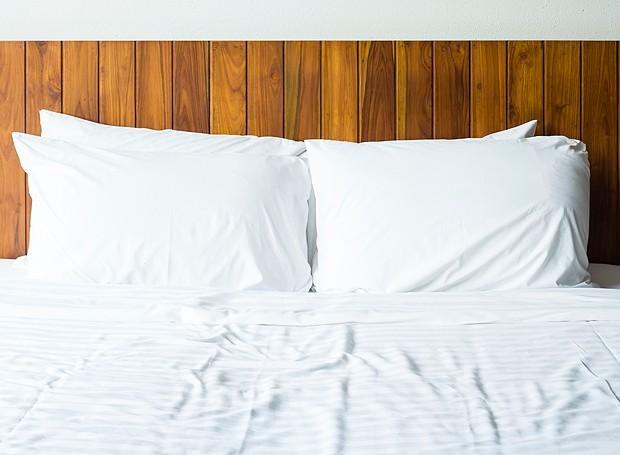 Travesseiros precisam ser lavados de seis em seis meses para ficarem assim, limpos e branquinhos (Foto: Thinkstock)