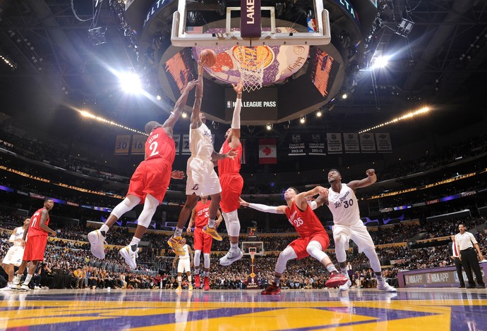 Lakers derrotam os Clippers no duelo de LA (Foto: Andrew D. Bernstein/NBAE via Getty Images)