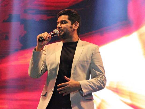 Léo Magalhães foi o primeiro a subir ao palco do Studio 5, em Manaus (Foto: Gabriel Machado/G1 AM)