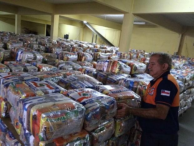 Toneladas de alimentos não perecíveis, kits dormitório e hipoclorito de sódio foram encaminhados (Foto: Divulgação/Defesa Civil)