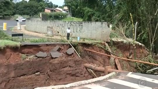Após 40 dias, cratera aberta em avenida de Assis não está consertada