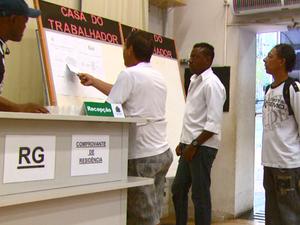 Casa do Trabalhador de São Carlos recebe em média 220 pessoas por dia em busca de emprego (Foto: Wilson Aiello/EPTV)