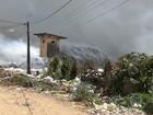 Aterro de Aguazinha, em Olinda, segue coberto por fumaça e chamas