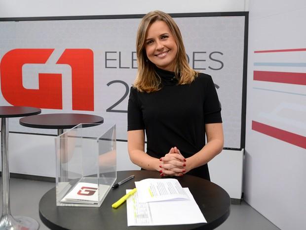 Silvana Ramiro, mediadora do debate entre os candidatos a prefeito de Duque de Caxias (RJ) (Foto: Alexandre Durão/G1)