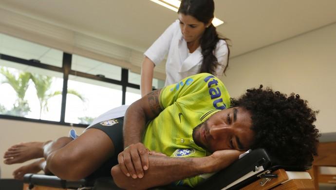 dante seleção brasileira QUIROPRAXISTA NA GRANJA COMARY (Foto: Rafael Ribeiro/CBF)
