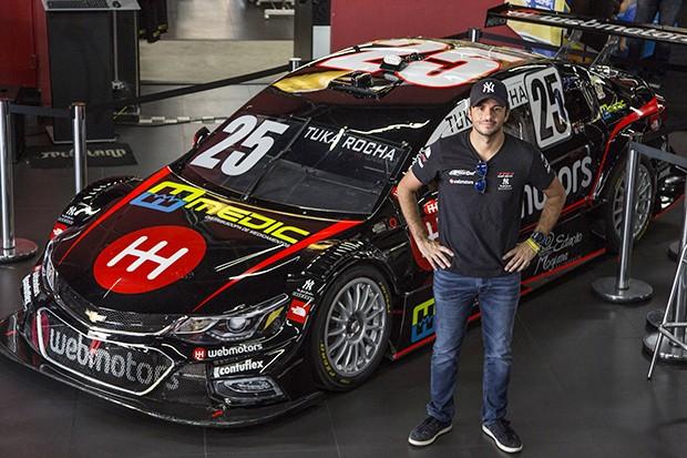 Tuka Rocha com seu novo Chevrolet Cruze #25 da equipe RCM (Foto: Divulgação/MS2)