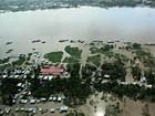 A 28 cm de cota histórica, cheia do Rio Solimões afeta milhares no AM