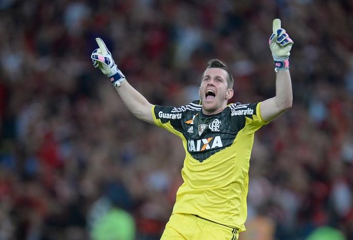 Paulo Victor renova com o Flamengo até fim de 2018