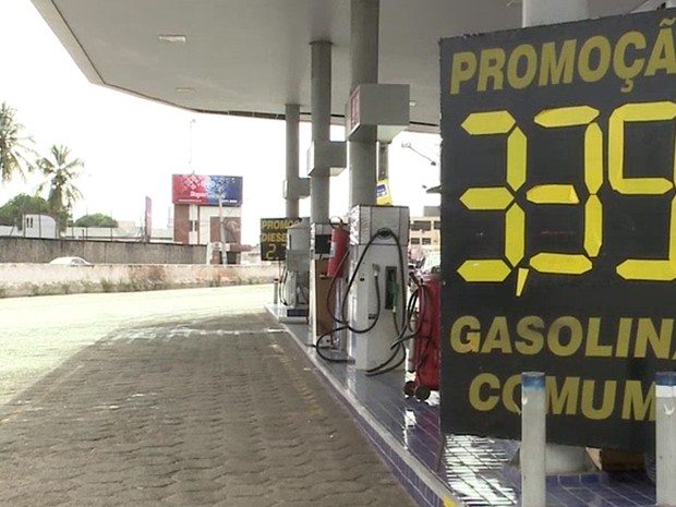 Aumento cobrado por postos passaram de R$ 2,99 para R$ 3,29 pelo litro da gasolina comum em São Luís (Foto: Reprodução/TV Mirante)