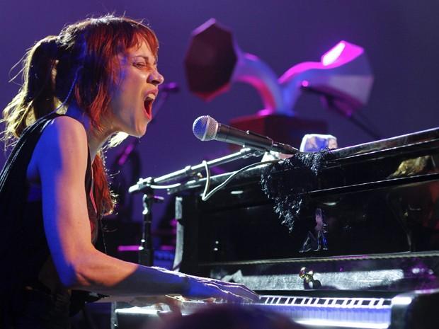 Fiona Apple se apresenta no festival texano South by South West na quarta-feira (14), em Austin, nos Estados Unidos. A cantora prepara o lançamento do CD 'The Idler Wheel is wiser' para junho. Será o primeiro álbum desde 2005 (Foto: AP/Jack Plunkett)