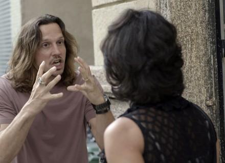 Gui e Mariane têm discussão séria no meio da rua e são filmados