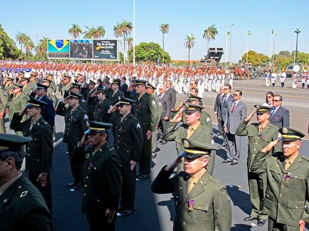 Autoridades militares homenageados no Dia do Soldado (Foto: Lucas Salomão/G1)