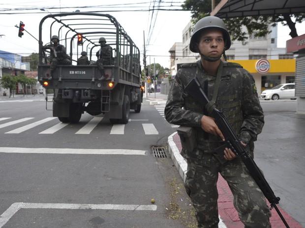 Exército atua no policiamento ostensivo da Grande Vitória (Foto: Carlos Alberto Silva/ A Gazeta)