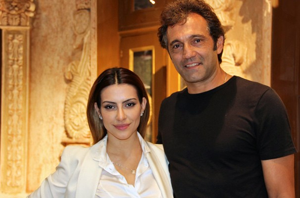 Domingos com Cléo Pires, seu par romântico na novela (Foto: Nathalia Fernandes / TV Globo)