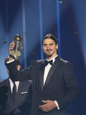Ibrahimovic recebe prêmio de melhor jogador sueco  (Foto: REUTERS/Henrik Montgomery/TT News Agency)