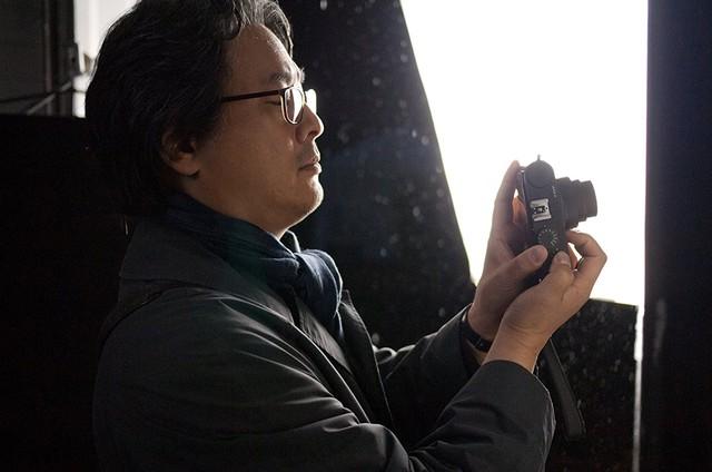 Park Chan-wook no set do filme 'Segredos de sangue' (Foto: Divulgação)