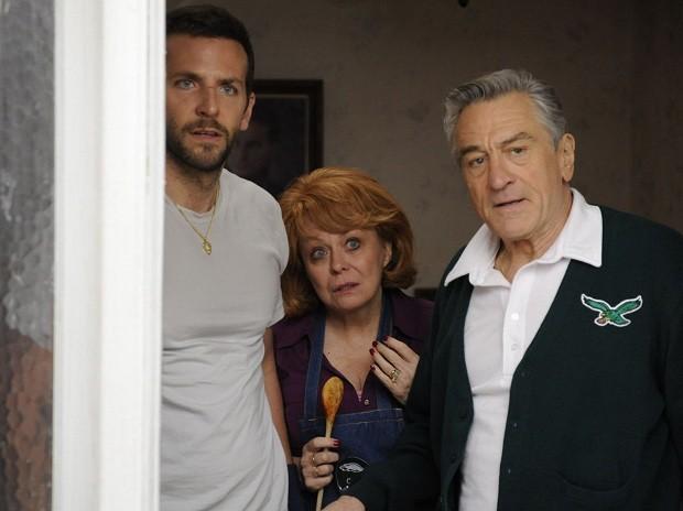 Bradley Cooper, Jacki Weaver e Robert De Niro em 'O lado bom da vida' (Foto: Divulgação)