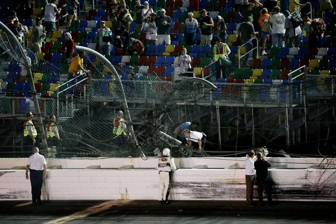 Estado do alambrado após fortíssimo acidente na etapa de Daytona da Nascar (Foto: Getty Images)