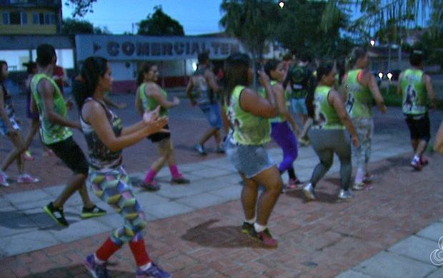 Atualmente, 70 pessoas de várias comunidades da capital participam do projeto de dança (Foto: Acre TV)