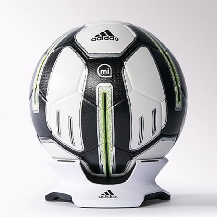 miCoach Smart Ball, da Adidas, dura até uma semana sem precisar de recarga (Foto: Divulgação/Adidas)