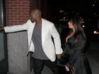 Kim Kardashian curte jantar romântico e exibe barrigão de grávida