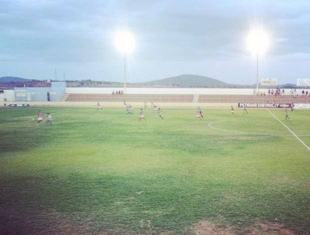 Santa Cruz-RN e Potiguar de Mossoró se enfrentaram no Estádio Iberezão (Foto: Antonio Netto/Inter TV Cabugi)