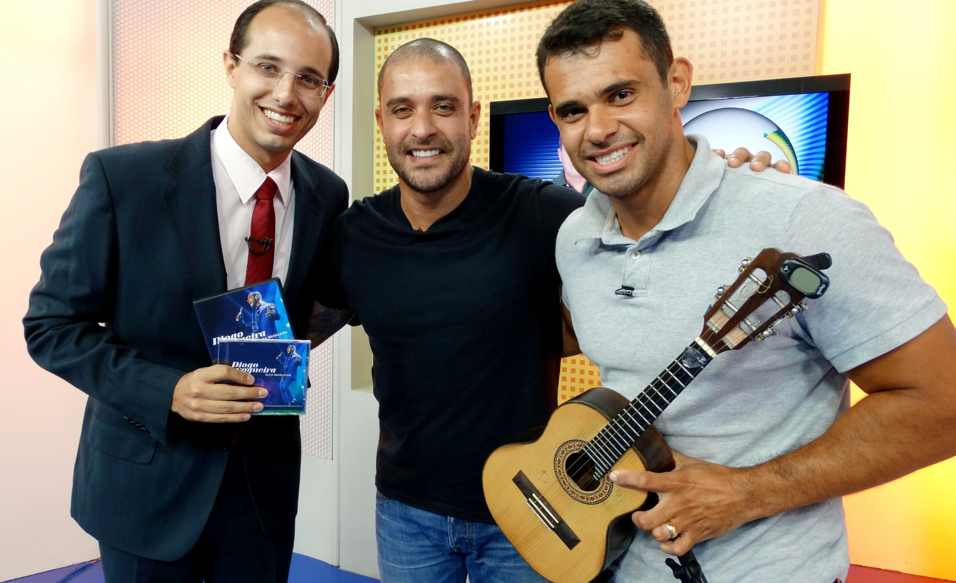 Rodrigo Nardelli recebe Diogo Nogueira no Jornal da Tribuna 1ª edição (Foto: Fernanda Maciel)
