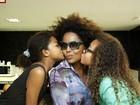 Vem de berço: filhas de Dudu Nobre mostram afinação cantando para mãe