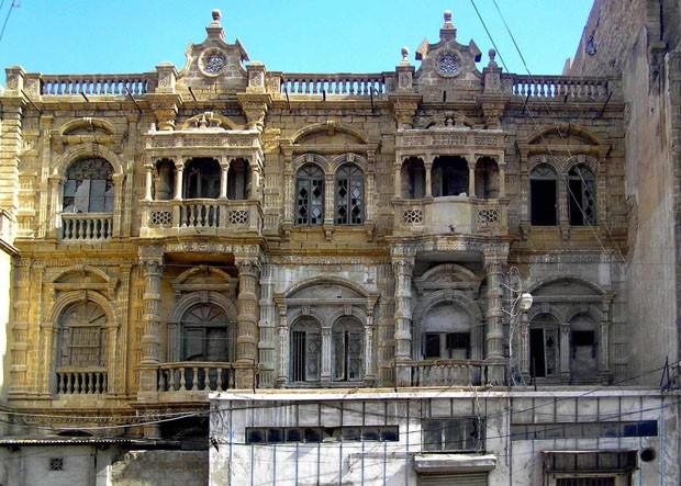 Site: Historic KarachiCountry: PakistanCaption: Mendoza Building on Arambagh Road (near Pakistan Chowk) lies abandonedsince decadesDate: May, 2011Photographer: HC-DAPNED (Foto: Divulgação)