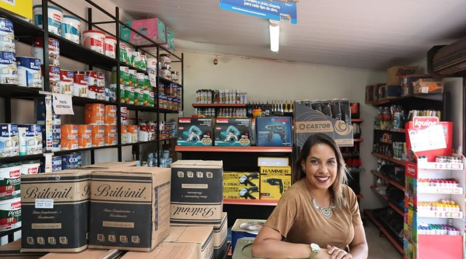 Formada em relações internacionais, Siomara Oliveira resolveu encarar o desafio de transformar a loja em um empreendimento de sucesso (Foto: Agência Sebrae)