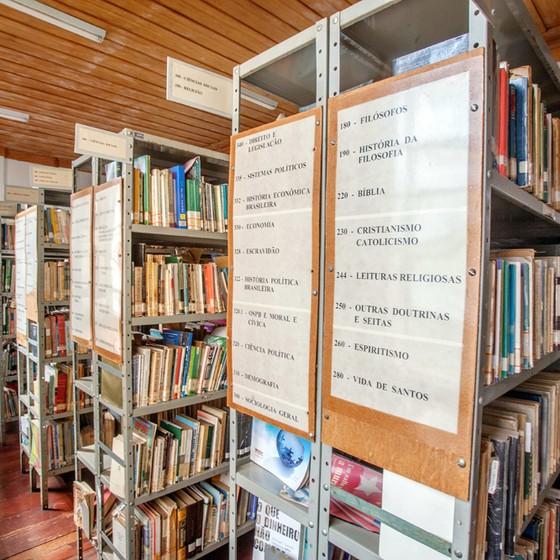 A biblioteca municipal de Campanha.Giovanni e Dirceu iam para lá para estudar em segredo (Foto: Rogério Cassimiro/ÉPOCA)