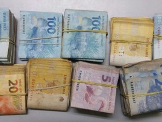 Em depoimento, ele disse que os R$ 21 mil são oriundos da venda de um carro e que ele realiza compra e venda de veículos para ter uma renda extra.  (Foto: SSPDS/Divulgação)