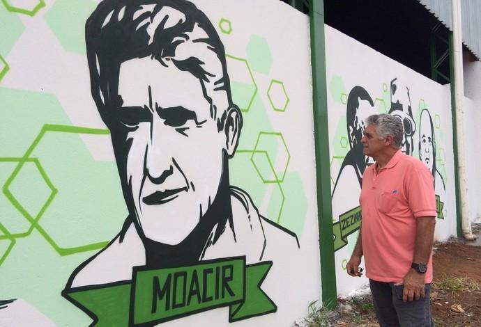 Vila Olímpica - Grafite Muro personagens Uberlândia Esporte -Moacir, goleiro (Foto: Luís Corvini)