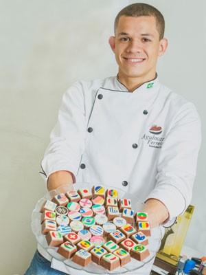 Alexandre começou a fazer bombons aos 19 anos (Foto: André Borges/Divulgação)