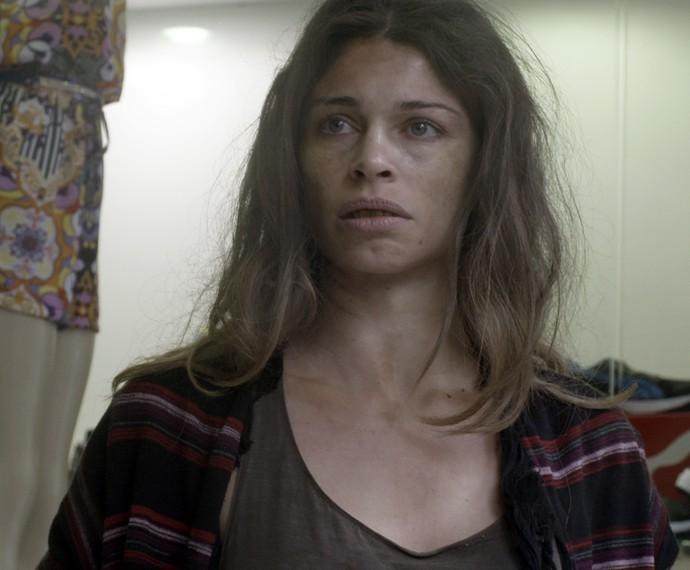Larissa é humilhada em loja de roupas (Foto: TV Globo)