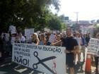 Professores de Itu fazem passeata para protestar contra cortes no salário