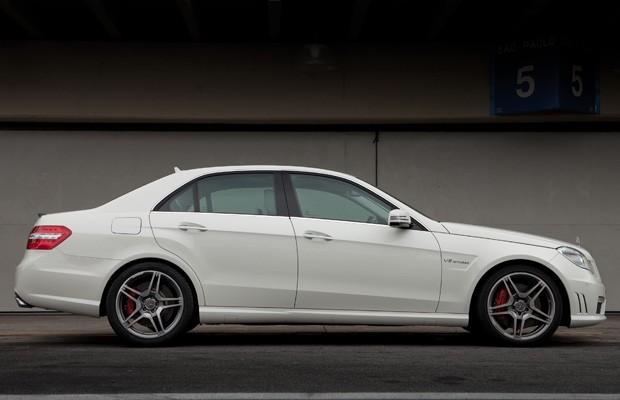 E 63 AMG já está à venda por US$ 299,9 mil (Foto: Divulgação/Malagrine Estúdio)